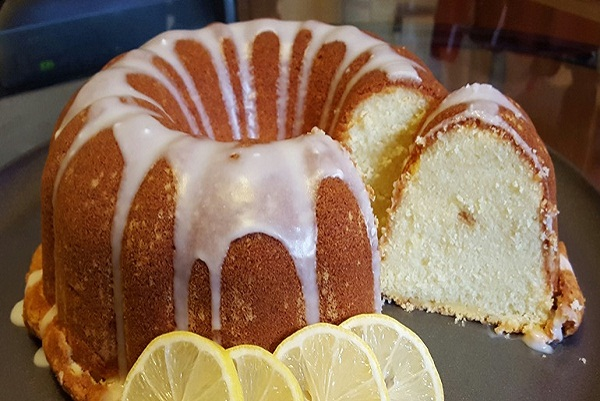 Super Moist Sour Cream Pound Cake